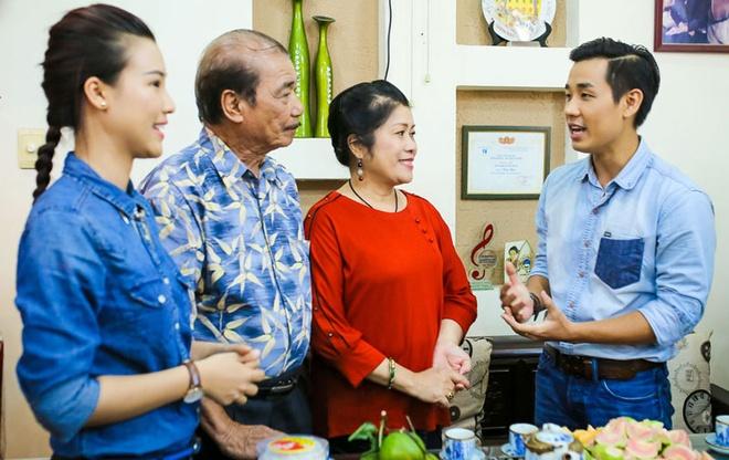 MC Nguyen Khang den chuc tho NSND Tran Hieu hinh anh