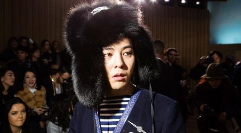 G-Dragon doi mu long di xem thoi trang o Paris hinh anh