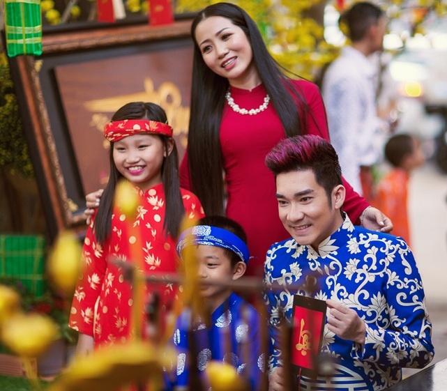 Quang Ha ru Huong Tram dao pho xuan hinh anh 6