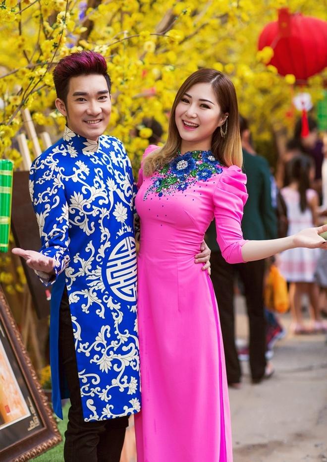 Quang Ha ru Huong Tram dao pho xuan hinh anh 1