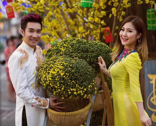 Quang Ha ru Huong Tram dao pho xuan hinh anh 4