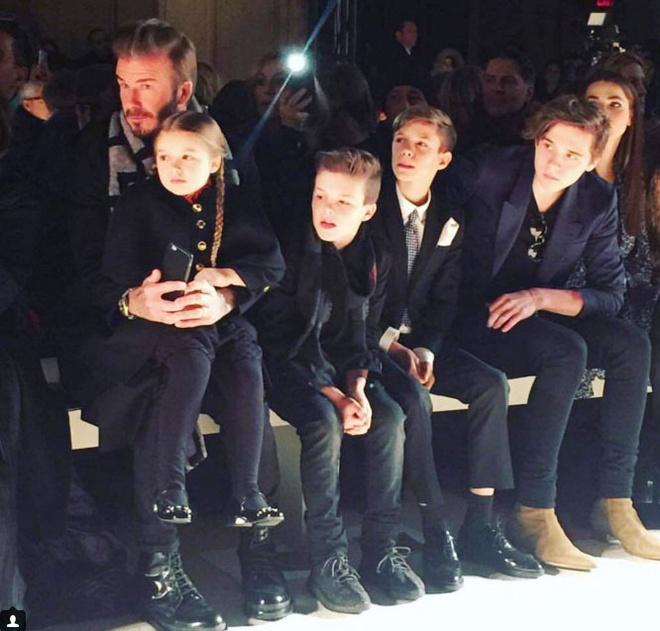 Gia dinh Beckham quay quan xem show cua Victoria hinh anh 4