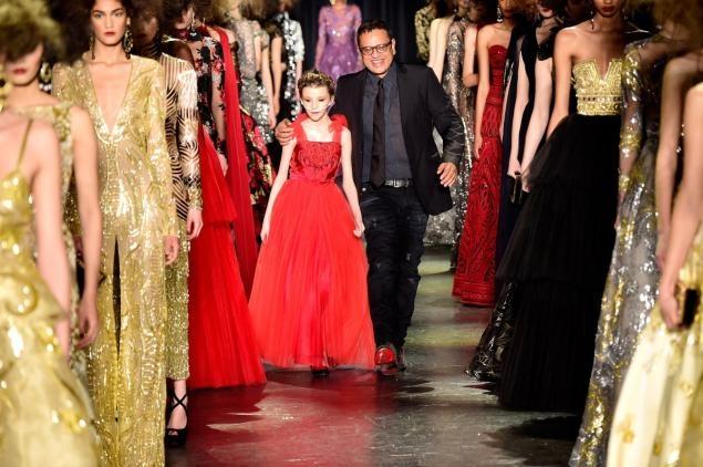 Be gai ung thu sai buoc tren san dien New York Fashion Week hinh anh 1