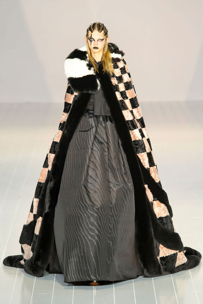 Lady Gaga di giay cao lenh khenh lam mau hinh anh 14