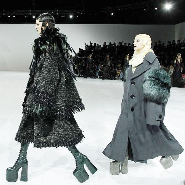 Lady Gaga di giay cao lenh khenh lam mau hinh anh 3