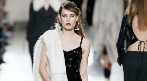 20 thiet ke an tuong tu san dien London Fashion Week hinh anh