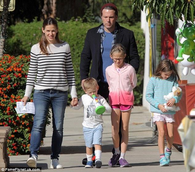 Ben Affleck - Jennifer Garner doan tu tai sinh nhat con trai hinh anh 1