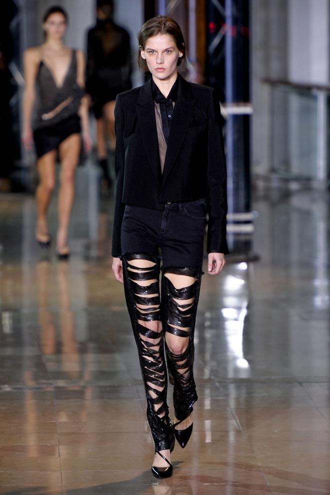 Paris Fashion Week mo man voi nhung bo suu tap la mat hinh anh 9