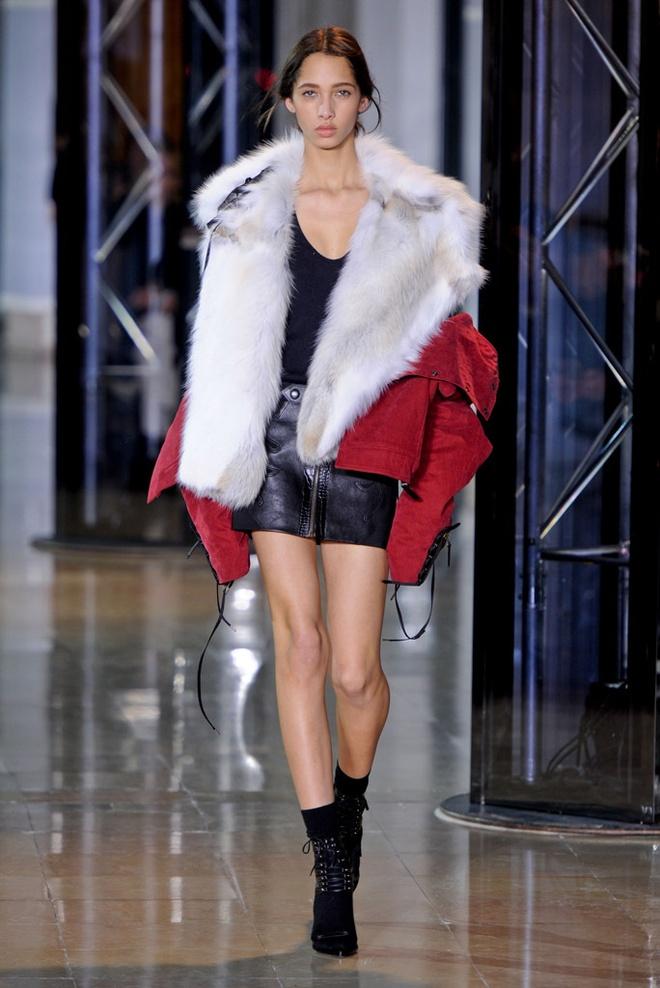 Paris Fashion Week mo man voi nhung bo suu tap la mat hinh anh 11