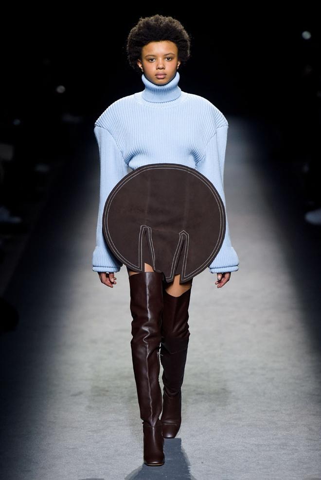 Paris Fashion Week mo man voi nhung bo suu tap la mat hinh anh 1