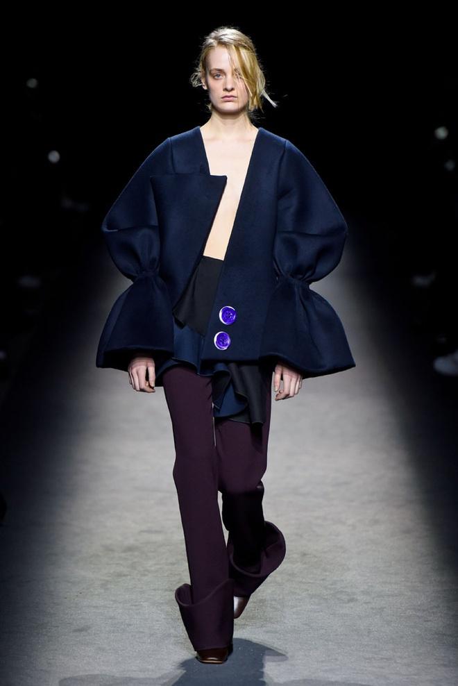 Paris Fashion Week mo man voi nhung bo suu tap la mat hinh anh 3