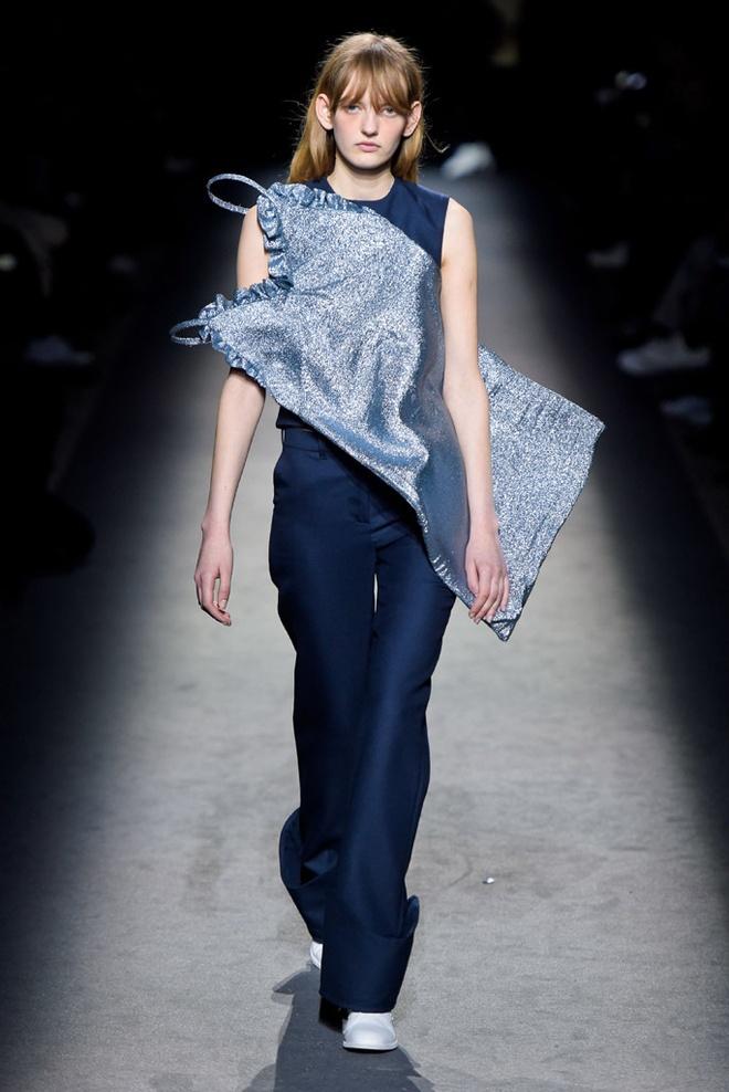 Paris Fashion Week mo man voi nhung bo suu tap la mat hinh anh 4