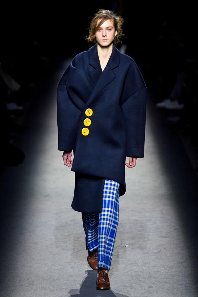 Paris Fashion Week mo man voi nhung bo suu tap la mat hinh anh 5