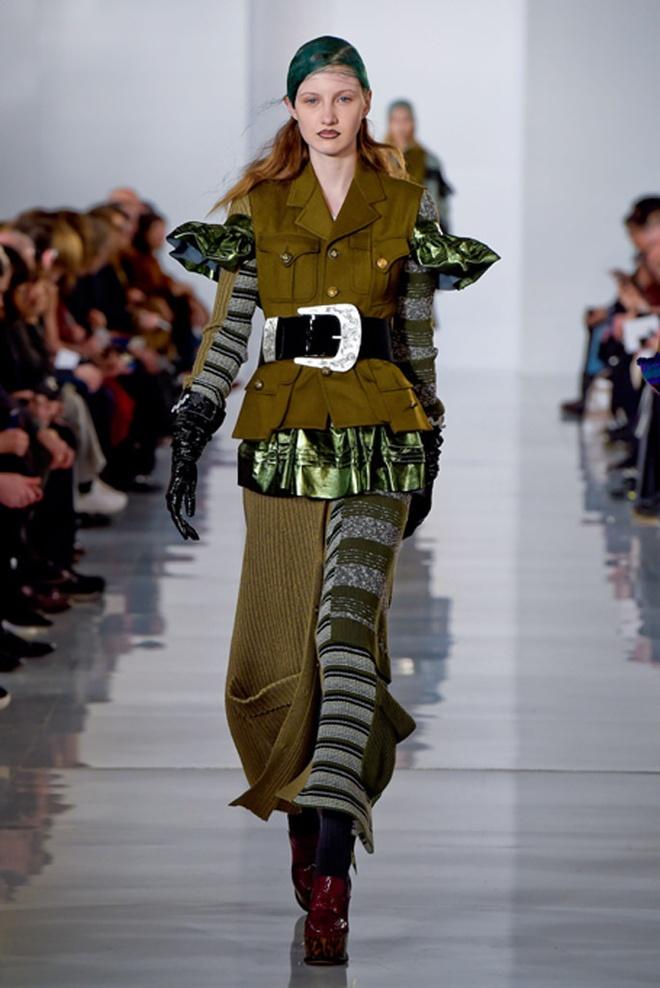 Paris Fashion Week mo man voi nhung bo suu tap la mat hinh anh 16