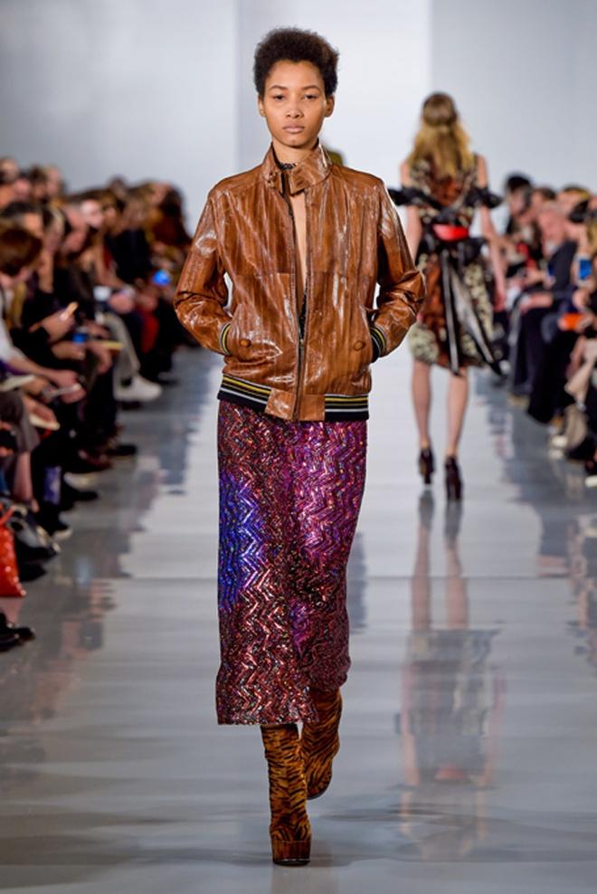 Paris Fashion Week mo man voi nhung bo suu tap la mat hinh anh 14