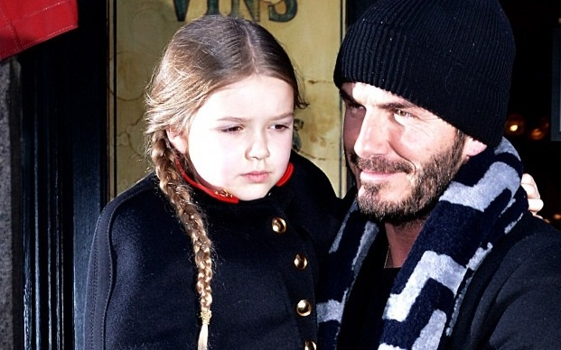 Harper Beckham tap lam nha thiet ke giong me hinh anh