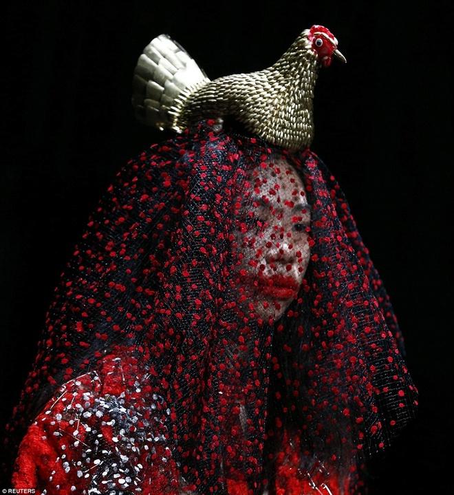 Nhung man hoa trang noi da ga o Tokyo Fashion Week hinh anh 4