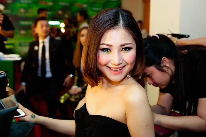 Soobin Hoang Son treu dua Huong Tram o hau truong hinh anh