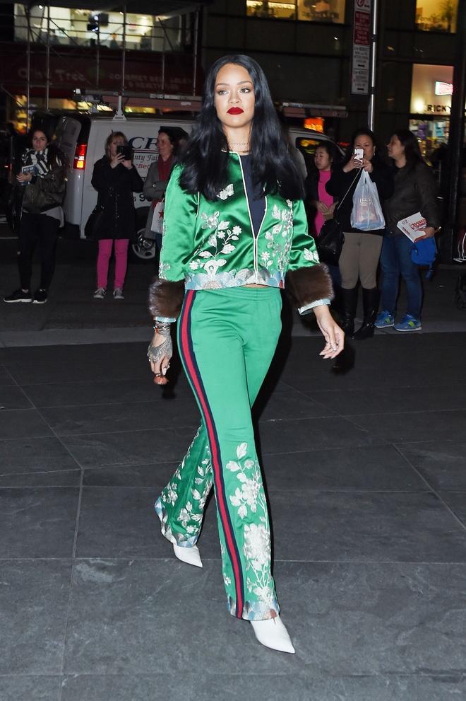 Rihanna mac dep nhat tuan voi cay hang hieu Gucci hinh anh 1