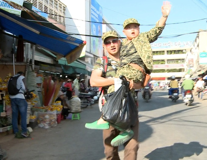 Hai cap bo con 'Bo oi minh di dau the' bi bo roi hinh anh 6