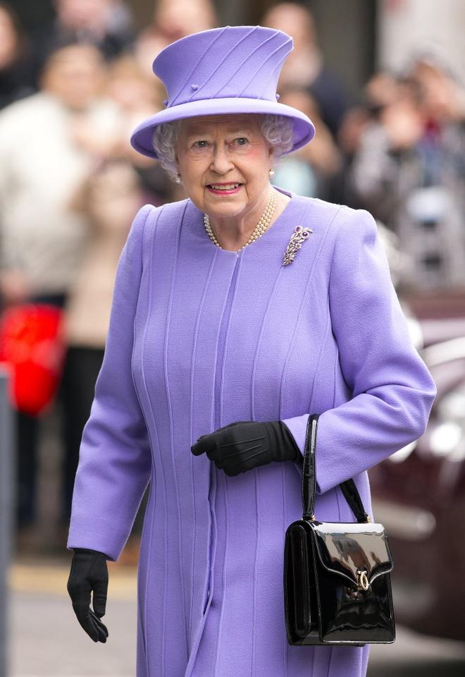 90 nam phong cach thoi trang cua Nu hoang Elizabeth II hinh anh 1