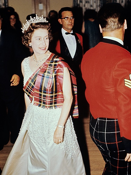 90 nam phong cach thoi trang cua Nu hoang Elizabeth II hinh anh 2