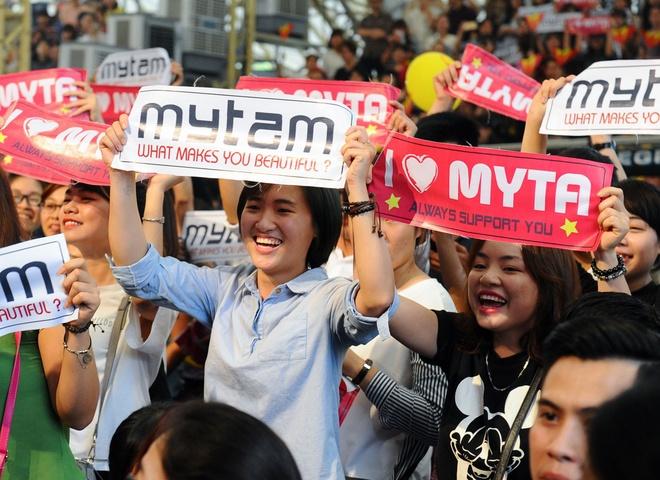 My Tam tro tai hat cai luong truoc fan Ha Noi hinh anh 4