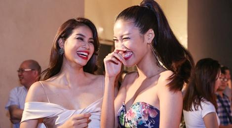 Pham Huong - Lan Khue cuoi tit mat khi hoi ngo hinh anh