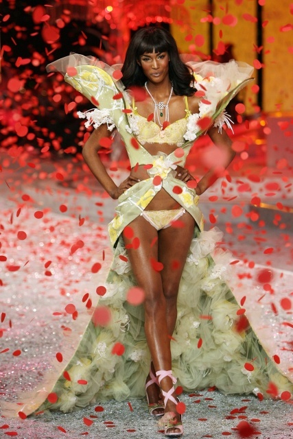 Nguoi mau Victoria's Secret dien thoi trang o Viet Nam hinh anh 1
