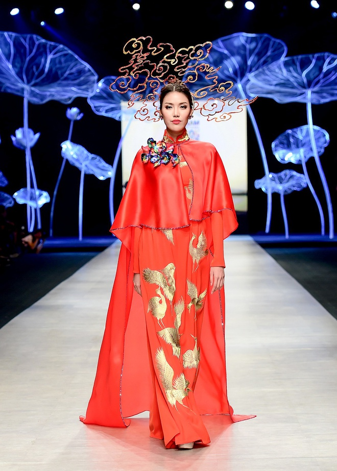 Vo chong Luong The Thanh catwalk doi o tuan le thoi trang hinh anh 8