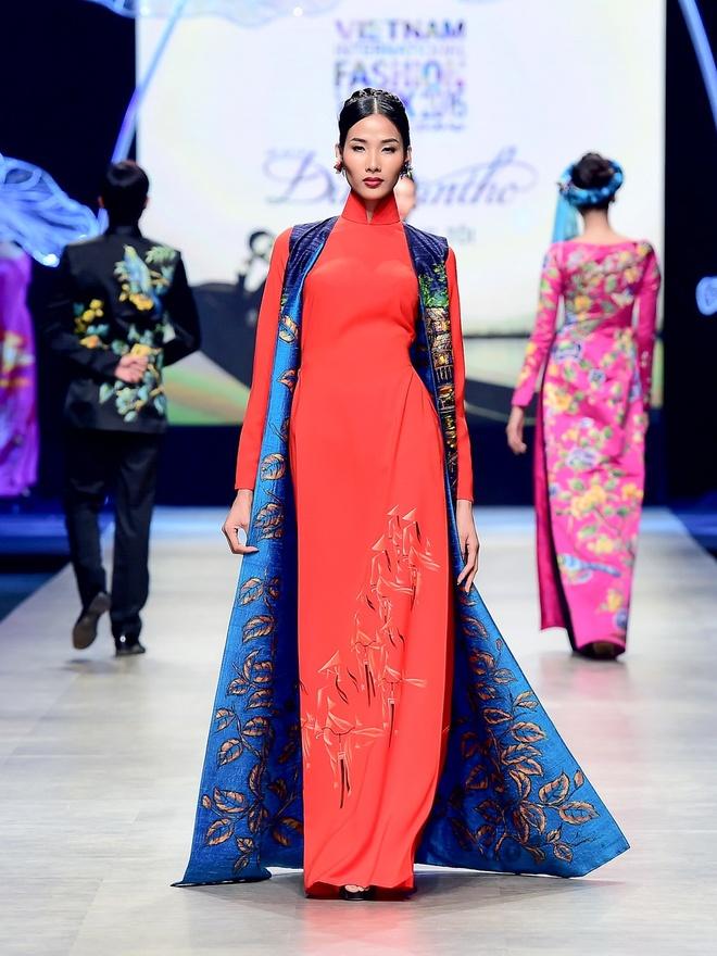 Vo chong Luong The Thanh catwalk doi o tuan le thoi trang hinh anh 10