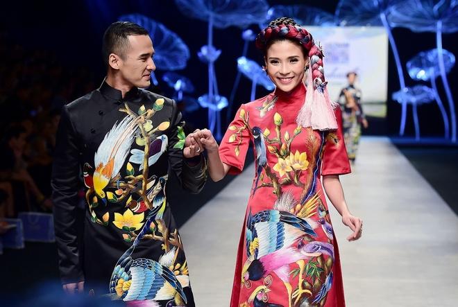 Vo chong Luong The Thanh catwalk doi o tuan le thoi trang hinh anh 2
