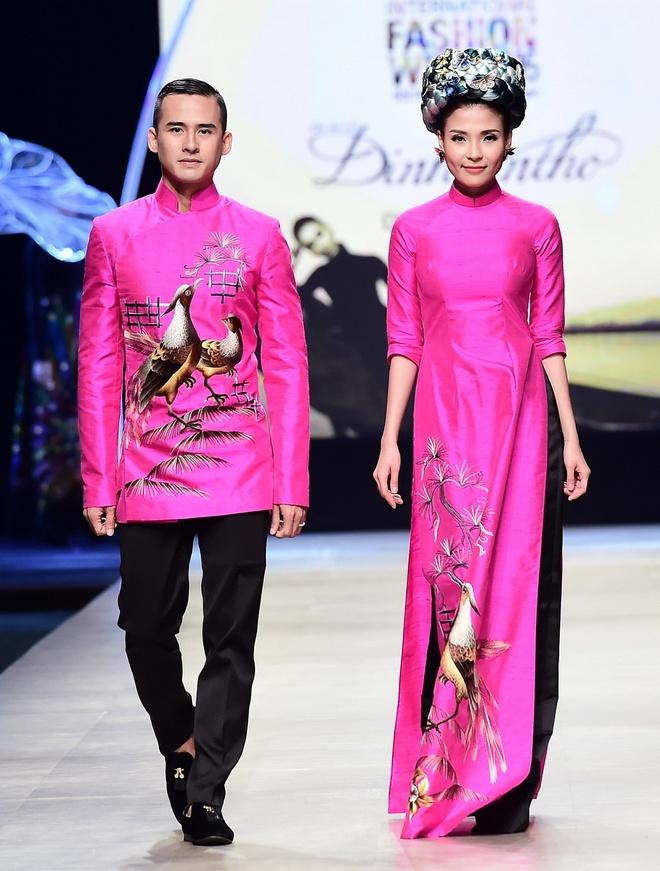 Vo chong Luong The Thanh catwalk doi o tuan le thoi trang hinh anh 3
