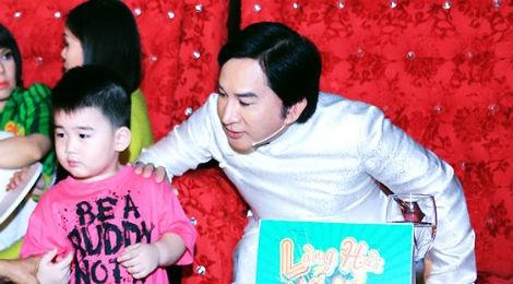 Vo va con trai den truong quay co vu Kim Tu Long hinh anh