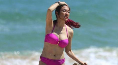 Pha Le, Huong Giang dien bikini o bien Phu Yen hinh anh