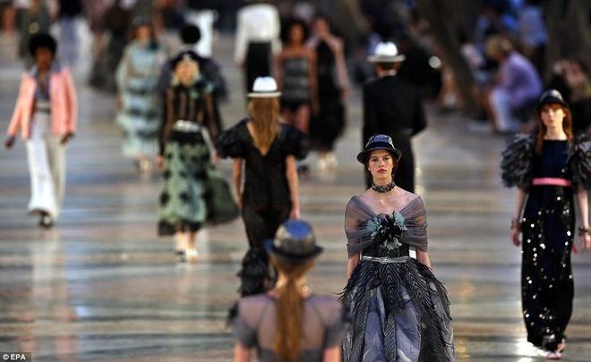 Vi sao Chanel to chuc show thoi trang xa xi o Cuba? hinh anh 2