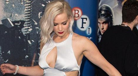 Jennifer Lawrence suyt 'vo ech' khi ra mat phim hinh anh
