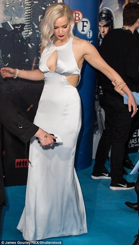 Jennifer Lawrence suyt 'vo ech' khi ra mat phim hinh anh 4