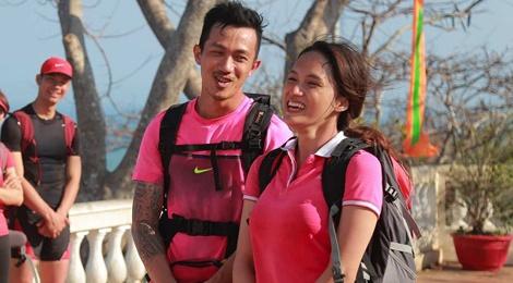 Huong Giang Idol 'soi mau' khi bi doi thu can duong hinh anh