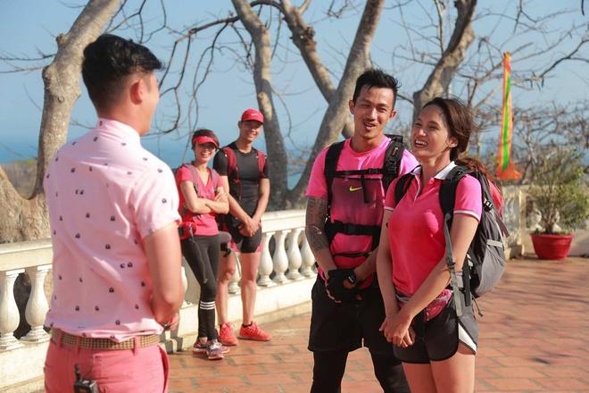 Huong Giang Idol 'soi mau' khi bi doi thu can duong hinh anh 4