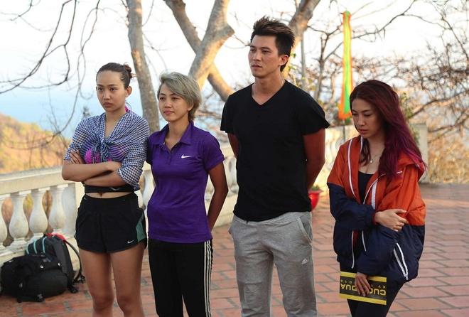 Huong Giang Idol 'soi mau' khi bi doi thu can duong hinh anh 3