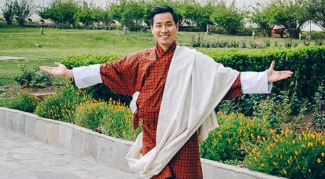 Cung Nguyen Khang kham pha thu do khong co den giao thong hinh anh
