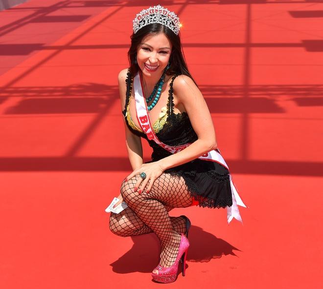 Bao quoc te dang hinh anh Angela Phuong Trinh o Cannes hinh anh 8