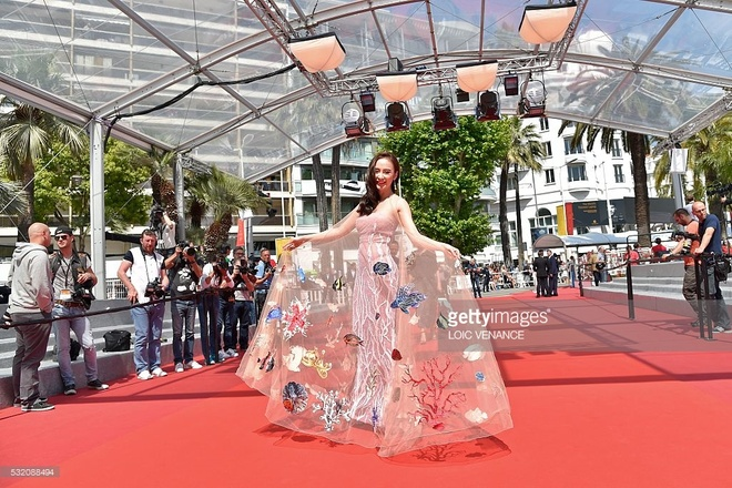 Bao quoc te dang hinh anh Angela Phuong Trinh o Cannes hinh anh 1