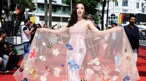 Bao quoc te dang hinh anh Angela Phuong Trinh o Cannes hinh anh