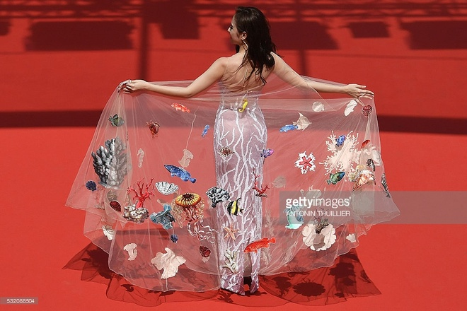 Bao quoc te dang hinh anh Angela Phuong Trinh o Cannes hinh anh 3