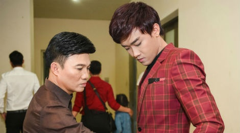 Quang Linh cham chut trang phuc cho hoc tro thi bolero hinh anh