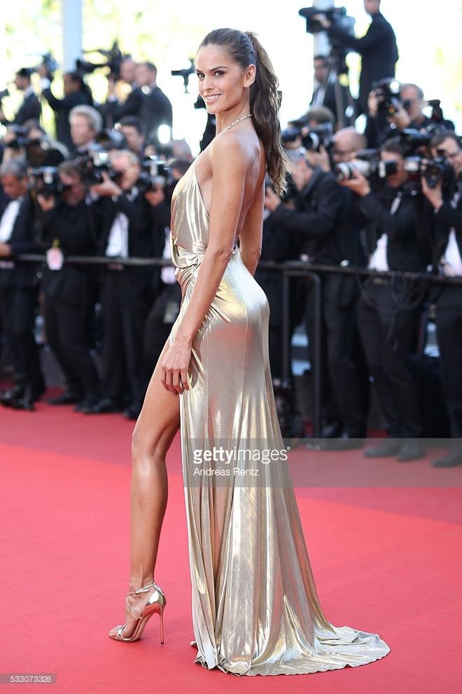 Vay ao tao bao cua dan mau quoc te tai Cannes hinh anh 1