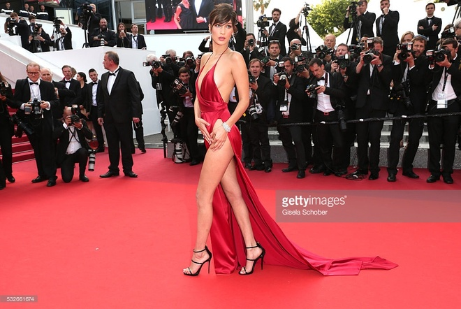 Vay ao tao bao cua dan mau quoc te tai Cannes hinh anh 2
