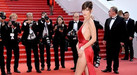 Vay ao tao bao cua dan mau quoc te tai Cannes hinh anh